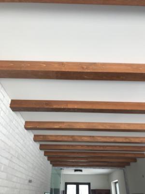 Изработка на таван с декоративни греди