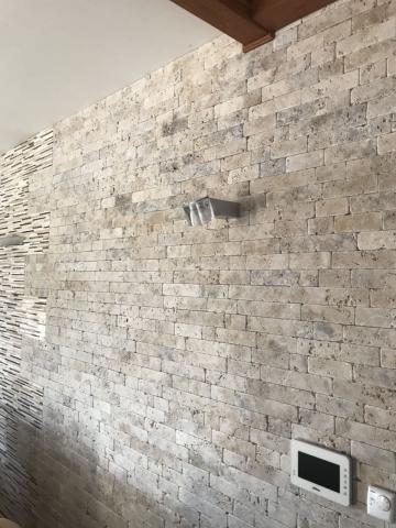 Облицоване на стени  и оформяне на фигури